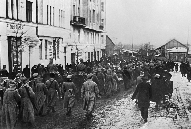 Отряды Красной армии вступают в Ригу
