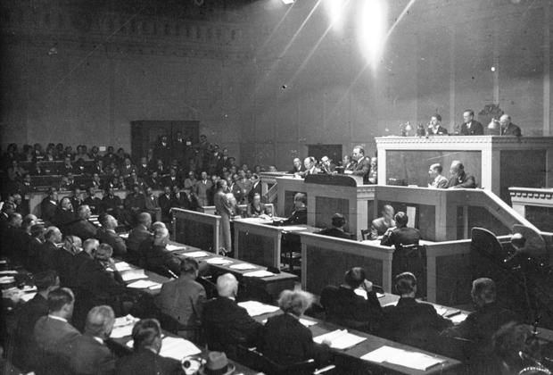 Заседание одной из комиссий Лиги Наций