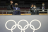 Разрешили присутствовать на Национальном стадионе только официальным лицам. Президент Международного олимпийского комитета (МОК) Томас Бах и император Японии Нарухито приветствовали делегации спортсменов стоя.