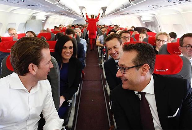 Себастьян Курц и его коллеги направляются в Брюссель в салоне экономкласса «Австрийских авиалиний»