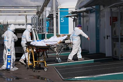 Количество смертей от COVID-19 в России за сутки повторило рекорд