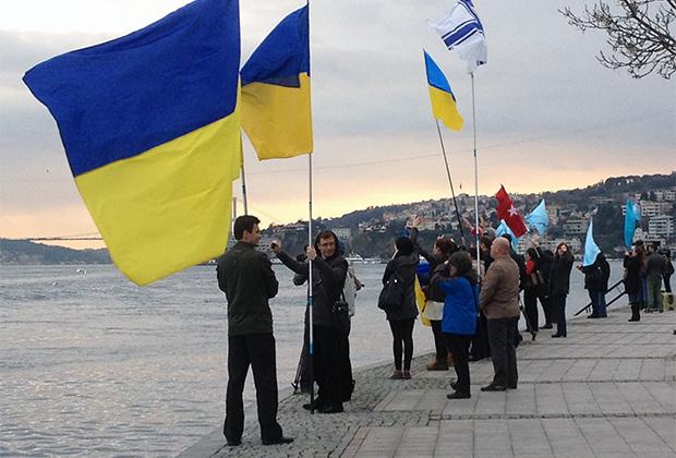 Акция в поддержку крымских татар возле пролива Босфор, Стамбул