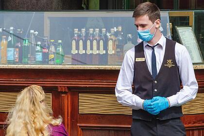 Мэра Москвы попросили отменить требование о ношении перчаток