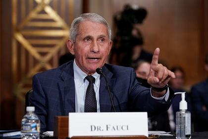 Инфекционист заявил о неправильном направлении движения США в борьбе с пандемией