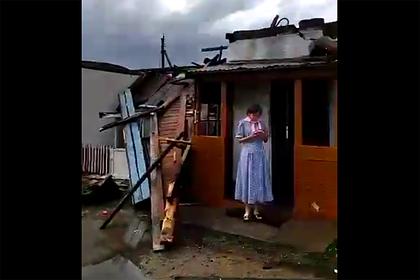 Мощный ураган сорвал крыши домов и повредил сотни машин в Казахстане