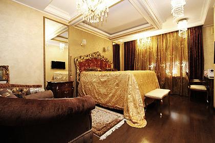 В России нашли квартиру с кроватью-троном и камином для шашлыков