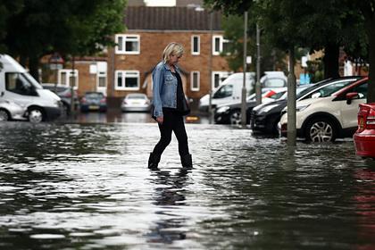 Наводнение в Лондоне заблокировало доступ к больницам