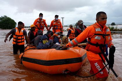 Число жертв наводнений и оползней в Индии достигло 164