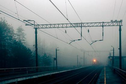 В России один ребенок погиб и двое обгорели после селфи на крыше поезда