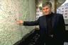 """12 марта 2003 года у Дома правительства в Белграде был убит сербский премьер Зоран Джинджич. Снайпер, спрятавшийся в одной из многоэтажек, дважды выстрелил в политика.   Организаторами убийства назвали членов преступной группировки из города Земун. Местные кланы были недовольны политикой премьера: Джинджич всю карьеру активно боролся с организованной преступностью в Сербии. В ходе расследования полиция арестовала больше тысячи человек, в том числе соучастников убийства. Среди них были сотрудники силовых ведомств, близких к администрации экс-президента Слободана Милошевича. В 2007 году за убийство сербского премьера осудили 12 человек.   Произошедшее часто <a href=""""https://www.kommersant.ru/doc/456870"""" target=""""_blank"""">сравнивают</a> с убийством Джона Кеннеди, поскольку обстоятельства гибели Джинджича все еще вызывают множество вопросов. Так, в Сербии до сих пор сомневаются, сколько именно стрелков участвовали в покушении, и кто был инициатором убийства: хотя следствие считает, что Джинджича могли «заказать» люди Милошевича, есть версия, что убийство — это результат заговора силовиков, опасавшихся перестановок в командовании службы безопасности."""