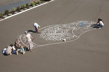 В Красноярске нарисовали гигантскую матрешку