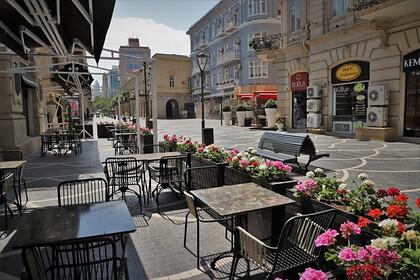 В Азербайджане запретят посещать рестораны и торговые центры без вакцинации