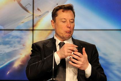 Tesla заставляла клиентов удалять критику Маска и компании