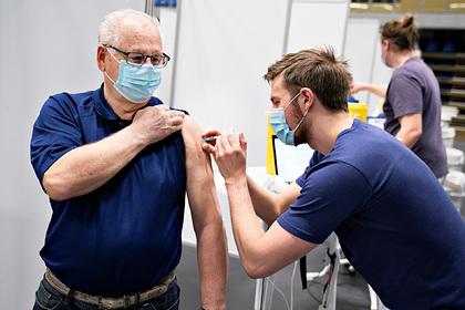 В Дании получившим две разные прививки от COVID-19 предложат третий укол