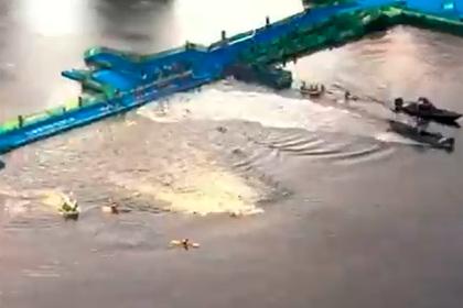 Лодка помешала триатлонистам начать заплыв на Олимпиаде в Токио