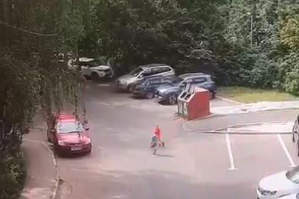 Побег детсадовцев через забор в Москве попал на видео