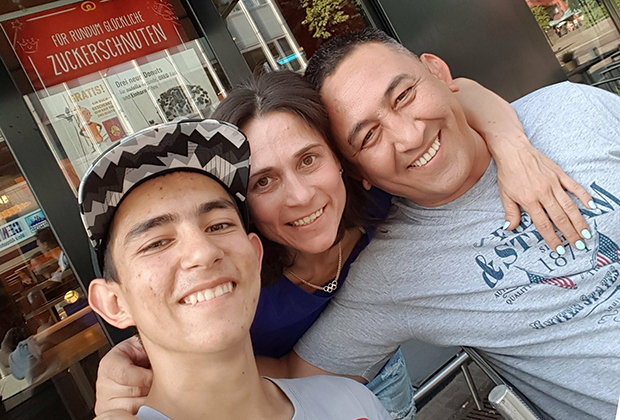 С сыном и мужем Баходыром Курбановым