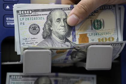 Россияне рекордно запаслись валютой