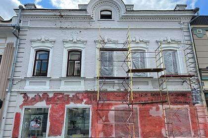 В Татарстане при ремонте городского здания обнаружили старинную вывеску