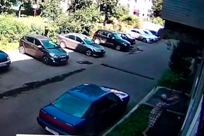 Россиянка поймала выпавшего из окна ребенка и попала на видео
