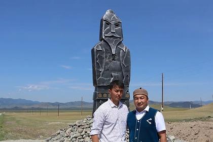 На Алтае установили памятники богатырям-хранителям