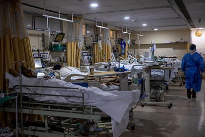 Отказавшиеся от прививки британцы оказались в больнице и пожалели