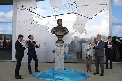 В нижегородском аэропорту открыли посвященную Валерию Чкалову выставку