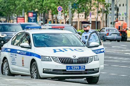 В Москве подросток на Mercedes врезался в автобус