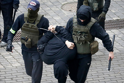 Четырех белорусов арестовали за белые листы бумаги на окнах