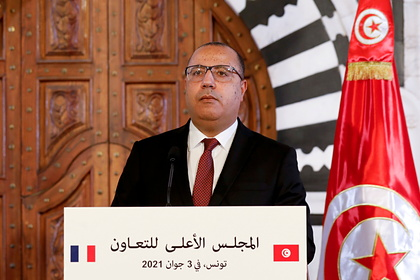 Премьера Туниса избили и заставили подать в отставку