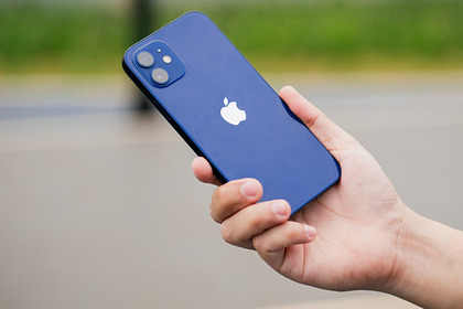 Популярный iPhone 12 подешевел на треть