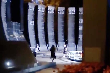 Российские школьницы станцевали на воинском мемориале и попали на видео