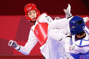 Кимия Ализаде (слева)