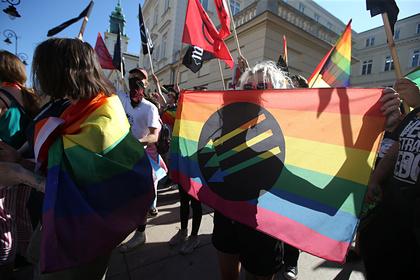 Украинские националисты напали на ЛГБТ-рейв в центре Киева