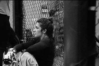 Американка узнала о призовых за бой в UFC и не устояла на ногах