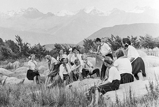 Пионерский лагерь «Чайка» на берегу озера Иссык-Куль. Киргизская ССР, 1967 год