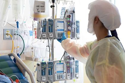 Главный инфекционист США объяснил скачок заболеваемости COVID-19