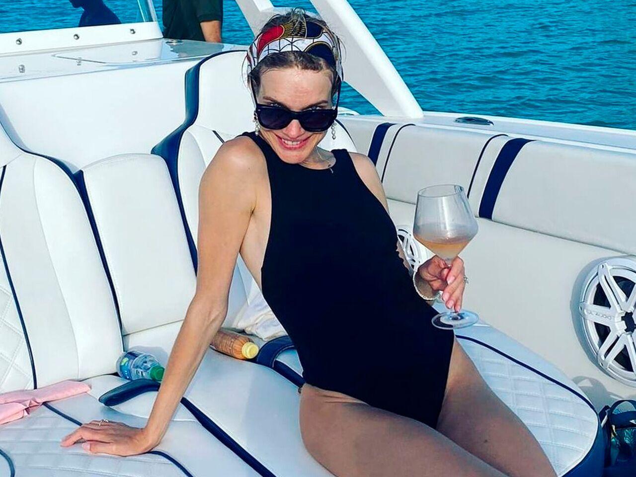 Наталья Водянова снялась в купальнике на яхте во время отдыха с семьей:  Личности: Ценности: Lenta.ru