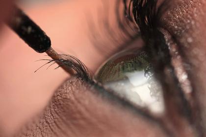 Эксперт показал страшные последствия макияжа с подводкой для глаз