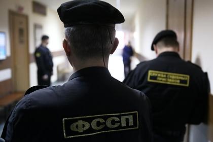 Почти шесть миллионов россиян стали невыездными из-за долгов