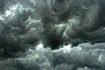 Россиян из некоторых регионов предупредили о надвигающемся торнадо