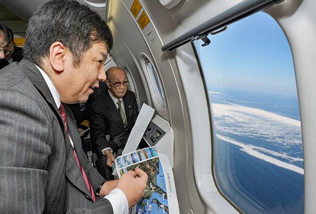 Японская делегация над Курильскими островами