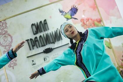 В Южно-Сахалинском музее книги открылась выставка «Сила традиций»