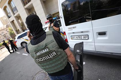 Неизвестный мужчина ворвался в здание правительства Украины с гранатой