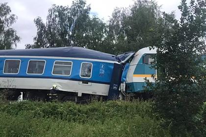 Десятки человек пострадали при столкновении двух поездов в Чехии