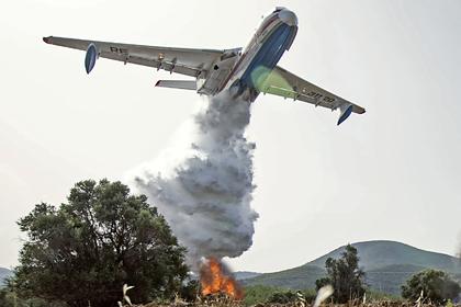 Российский самолет Бе-200 вышел из строя при тушении пожаров в Греции