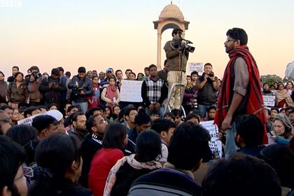 Изнасилование и убийство девятилетней девочки вызвало протесты в Индии