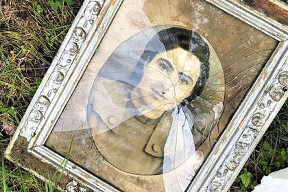 Россиянка нашла в лесу старинные фотографии и передала их в музей