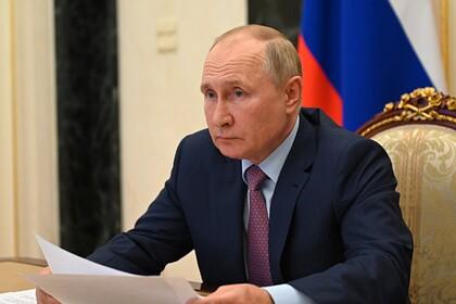 Путин поручил внедрить лучшие практики по вакцинации от COVID-19 по всей стране