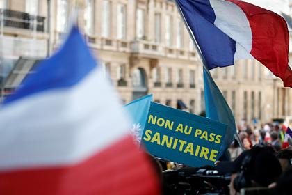 Во Франции приняли новые антиковидные меры